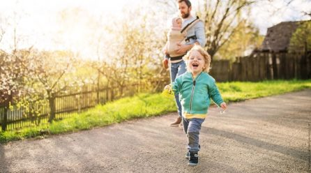 Warum Kinder draußen spielen sollten